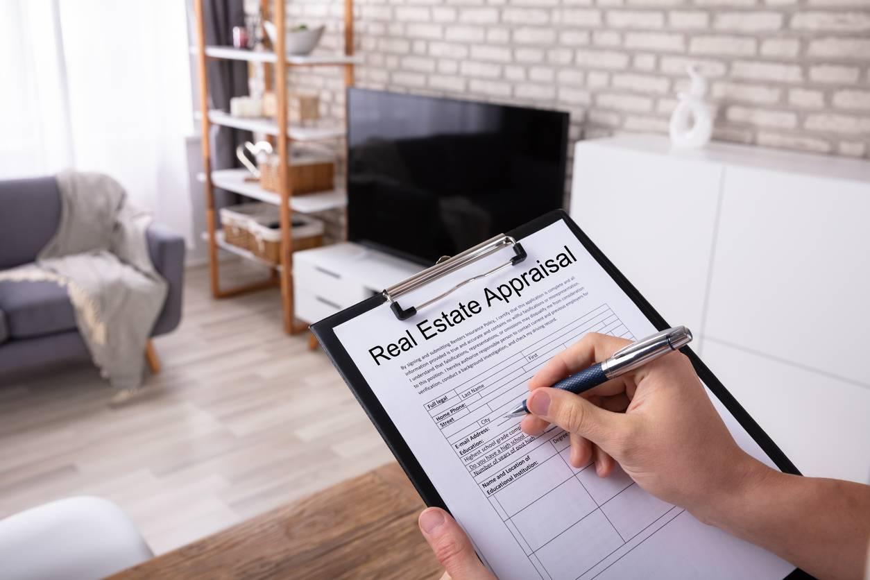 passer un examen pour l'obtention d'une licence d'agent immobilier